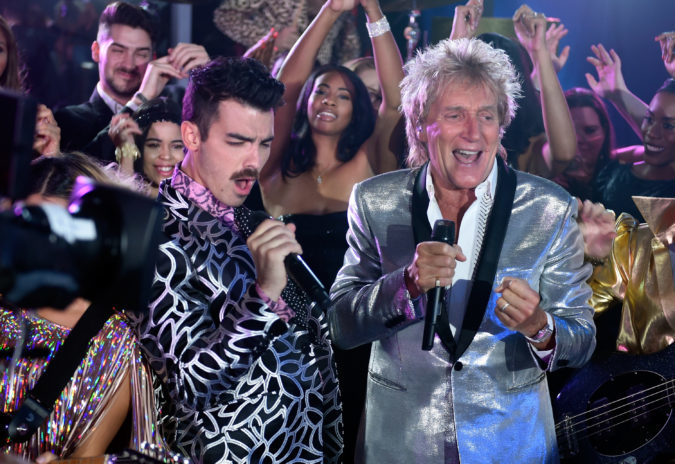 Joe Jonas of DNCE (L) and Sir Rod Stewart perform. Picture by David Becker/Getty Images for MTV