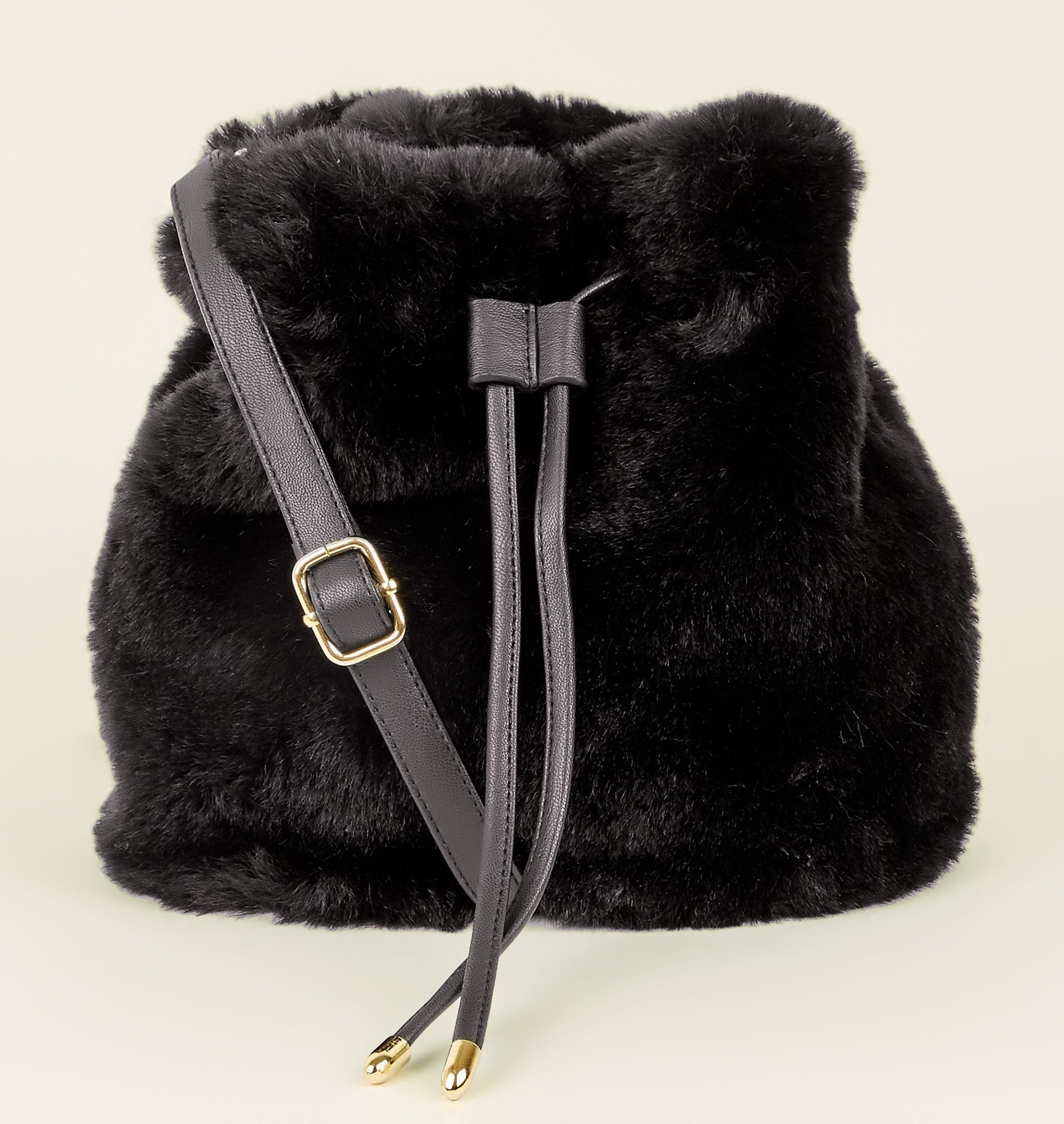 3cd8de7ee8 Fluffy faux fur handbags you should buy right now ready for the ...